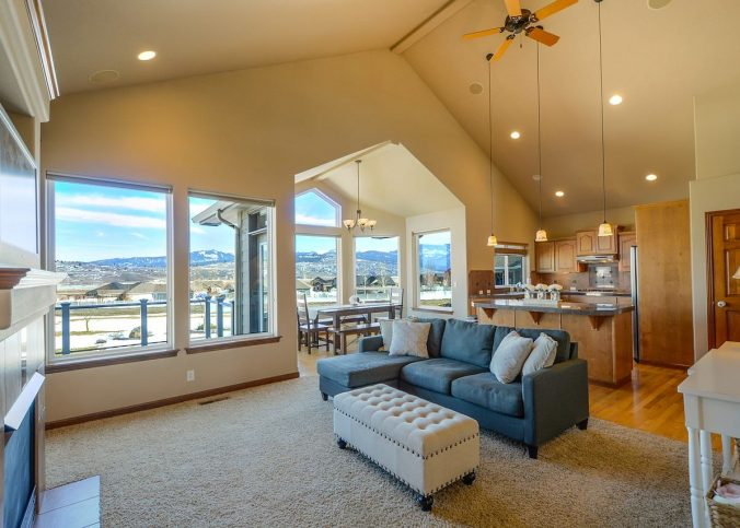 En quoi le plafond tendu est-il plus avantageux ?